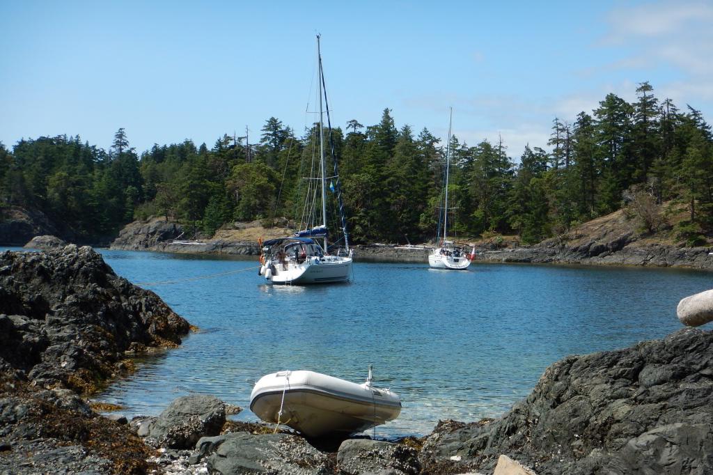 Ankern in einer Bucht der unbewohnten Insel Jedediah (Kanada)