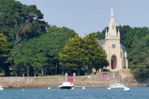 Kleine Kirche am Ufer westlich von Arradon
