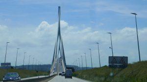 Ohne Latte zu den Kanalinseln - Pont de Normandie
