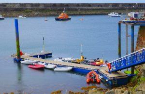 Dinghi Steg Braye Harbour, Alderney